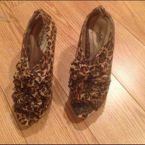 Charlotte Russe Sz 8 leopard ruffle open toe heels